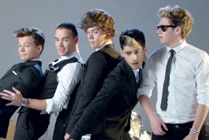 One Direction - Kiss You [Alternate Version]