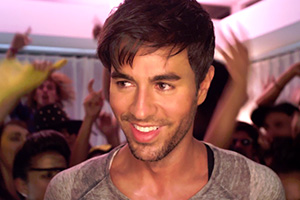 Enrique Iglesias - Turn The Night Up (video+lyrics)