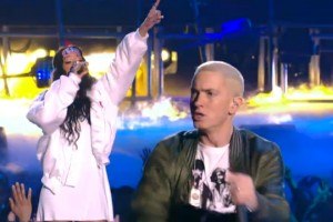 Eminem ft. Rihanna - The Monster [MTV Movie Awards]