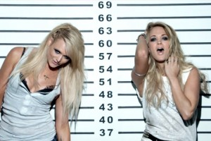 Miranda Lambert ft. Carrie Underwood - Somethin' Bad